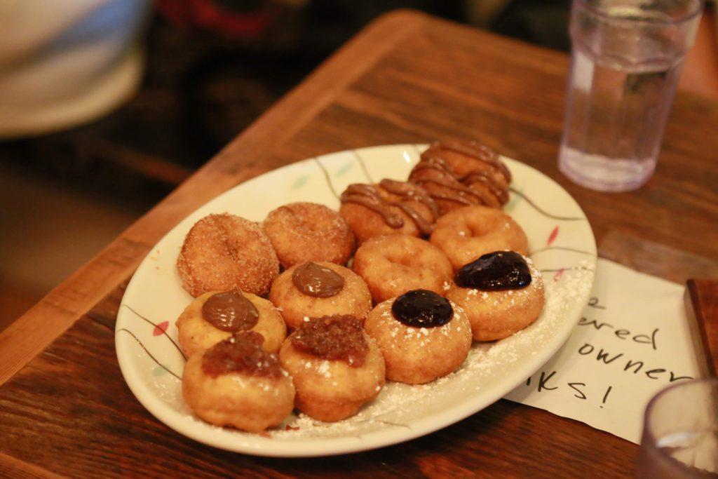 Pip's Original Doughnuts & Chaiのドーナツ